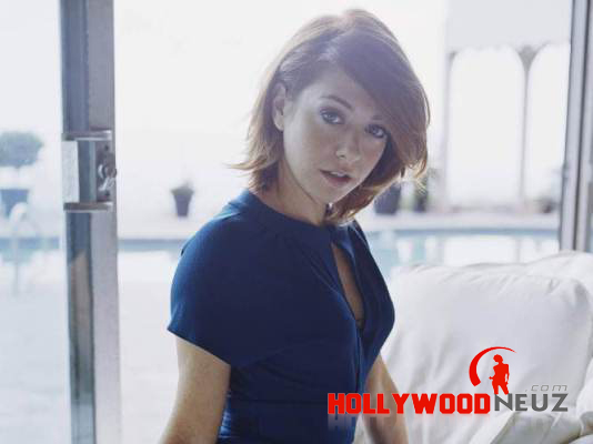 actress, Alyson Hannigan, bio, biography, boyfriend, celebrity, female, hollywood, husband, model, profile, singer