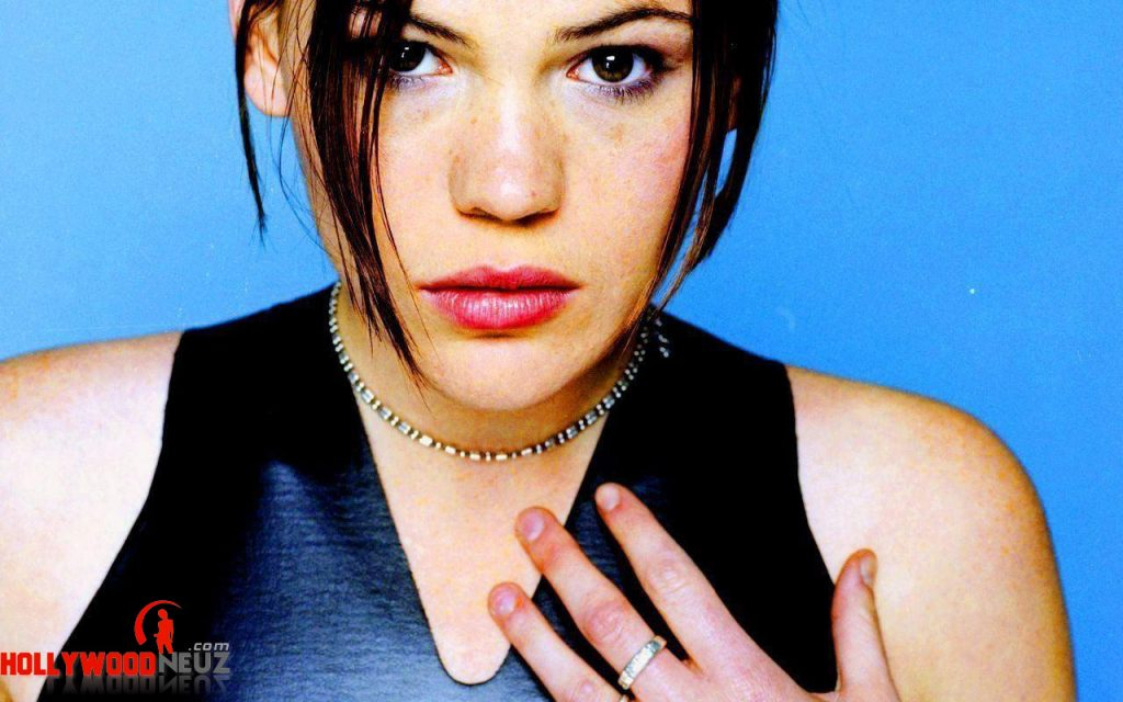 actress, bio, biography, boyfriend, celebrity, female, hollywood, husband, Clea DuVall, model, profile, singer