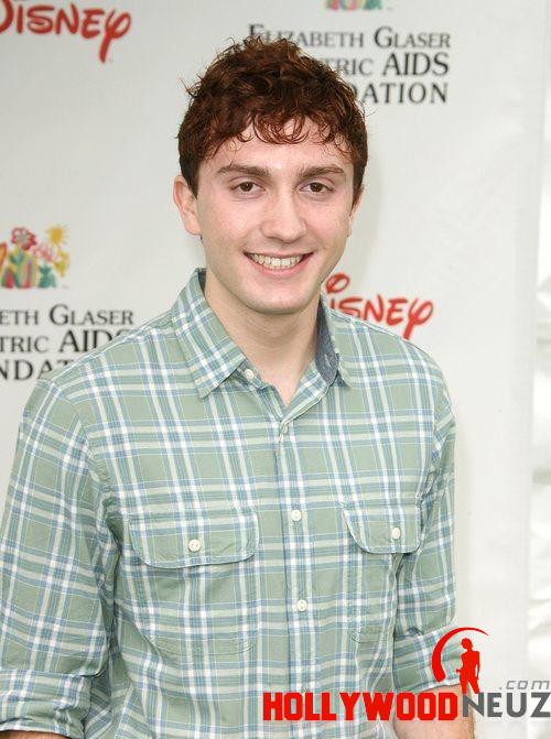 actor, bio, biography, celebrity, girlfriend, hollywood, Daryl Sabara, male, profile, wife, singer