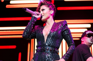 Jenifer Lopez shows her sexy body curvers in NYC concert