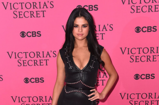 Stunning looks of Selena Gomez at Red Carpet of 2015